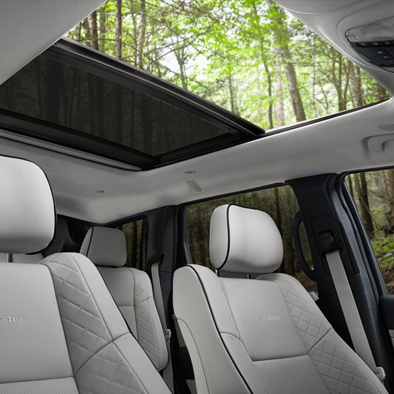 2017 Jeep Grand Cherokee Interior Summit Open Air
