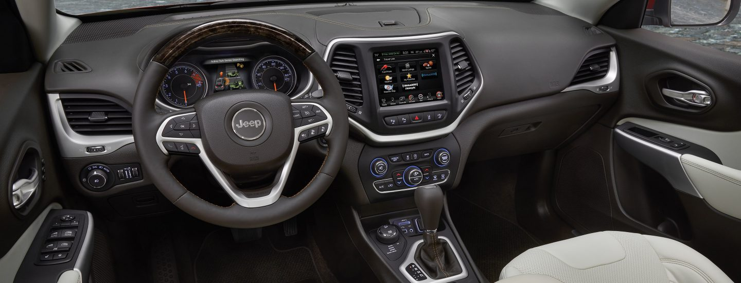 2017-Jeep-Cherokee-interior-Hero