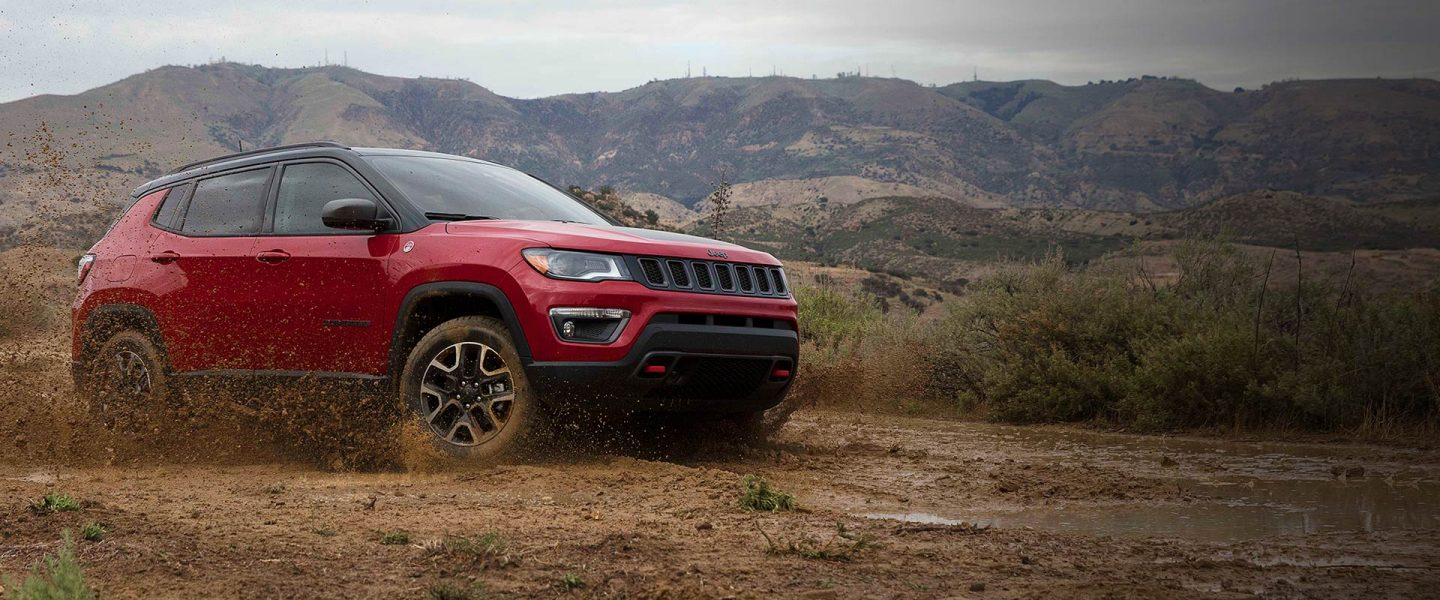 2019-Jeep-Compass-Overview-Hero-Trailhawk